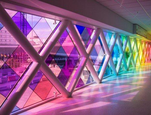 Dekorativer Fensterfilm: Eine Buntglas-Alternative